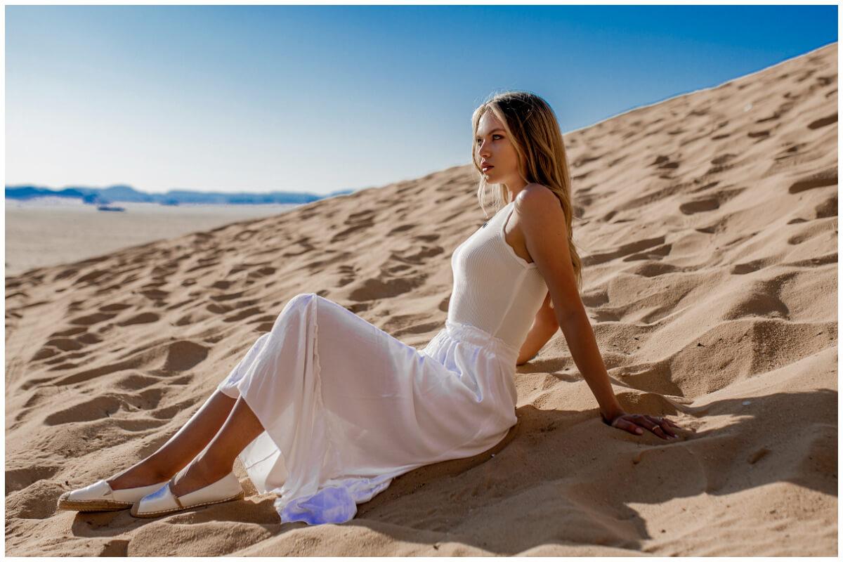 Sukienki letnie maxi - biała sukienka na ramiączkach